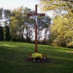 Nový kríž na cintoríne